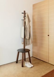 UMBRA PILLAR STOOL/COATRACK BLK/WAL